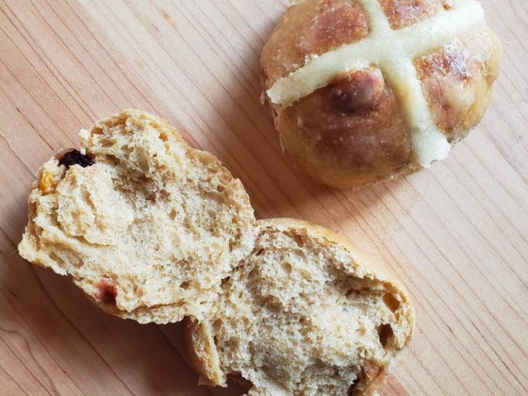 Read more about the article Sourdough Hot Cross Buns with Kamut Wheat
