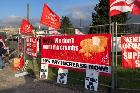You are currently viewing Hovis workers in Belfast strike over pay conflict